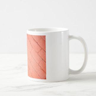 斜めのイメージの煉瓦の赤い背景 コーヒーマグカップ