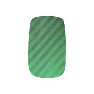 斜めの深緑色のネイルのデカール ネイルアート