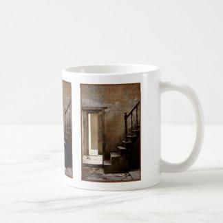 断念される コーヒーマグカップ
