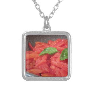 新しい夏tを使用して手製のトマトソースの調理 シルバープレートネックレス