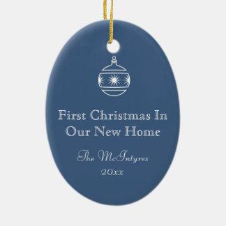 新しい家の青写真の引く青および白 セラミックオーナメント