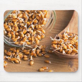 新しい小麦の粒の芽 マウスパッド
