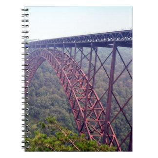 新しい川峡谷橋 ノートブック