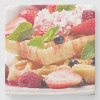 新しい果実フルーツが付いているワッフルのケーキ ストーンコースター