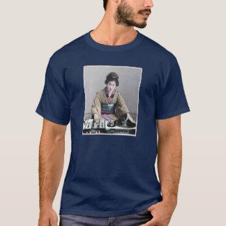 新しい芸者DJ Tシャツ