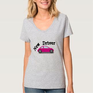 新しい運転者のピンク車のTシャツ Tシャツ