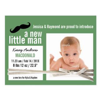 新しく小さい人の緑の写真の誕生の発表 ポストカード
