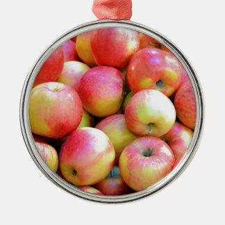 新しく赤くおよび黄色のりんご メタルオーナメント