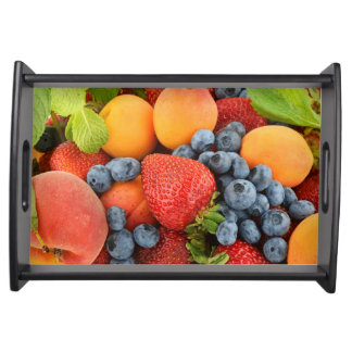 新しく、健康な果実が付いているサービングの皿 トレー