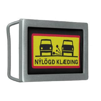 新たに置かれた路面、交通標識、アイスランド 長方形ベルトバックル