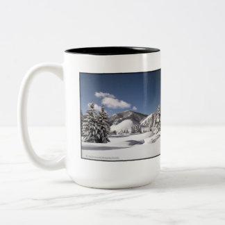 新たに落ちたな雪 ツートーンマグカップ