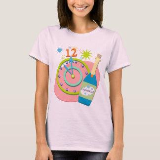 新年のレトロのTシャツ Tシャツ