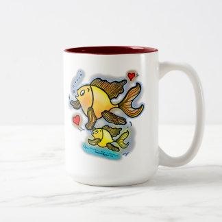 新生児の魚 ツートーンマグカップ