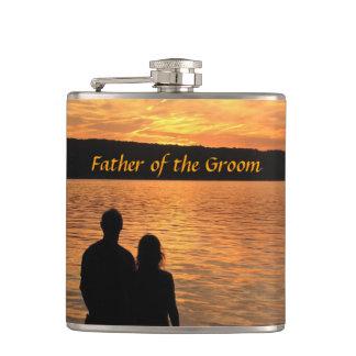 新郎のフラスコの熱帯ビーチの日没の父 フラスク