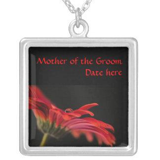 新郎の結婚の赤いガーベラの花の母 シルバープレートネックレス
