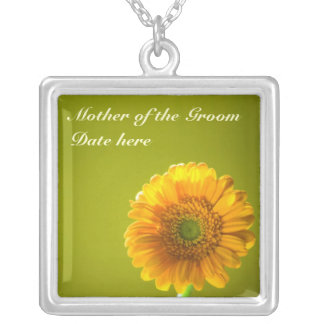 新郎の黄色いデイジーのGerbraの花の母 シルバープレートネックレス
