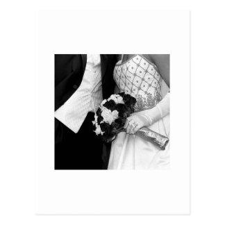 新郎新婦が付いている花束 ポストカード