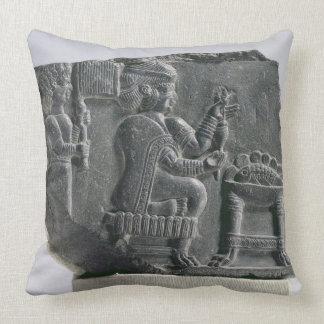 、新Elamite期間回っている、Elamiteの女性c.700- クッション