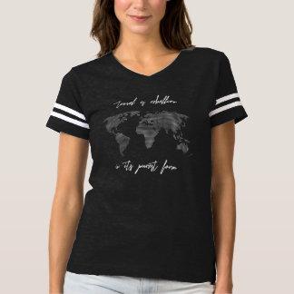 旅行は暴動の世界地図の女性のTシャツです Tシャツ
