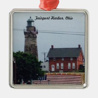旗のオーナメントが付いているFairport港の灯台 メタルオーナメント