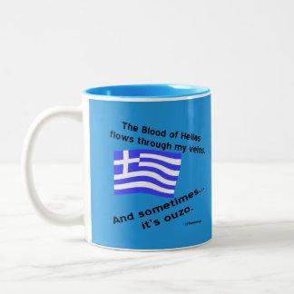 旗のヘラスのギリシャの血およびOuzoの時間2青 ツートーンマグカップ