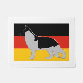 旗の黒およびsilveのジャーマン・シェパードのシルエット ドアマット