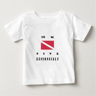旗50メートルの飛び込みの ベビーTシャツ