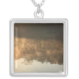 日の出および朝の霧 シルバープレートネックレス