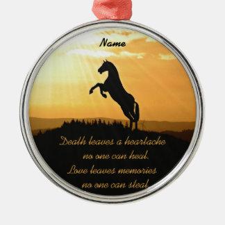 日の出でシルエットを育てている馬 メタルオーナメント