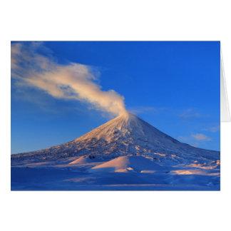 日の出のカムチャツカ半島活動的なKlyuchevskoyの火山 カード