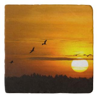 日の出のクレーン トリベット