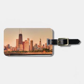 日の出のシカゴのスカイラインのパノラマ ラゲッジタグ
