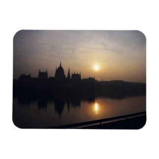 日の出のハンガリーの議会 マグネット