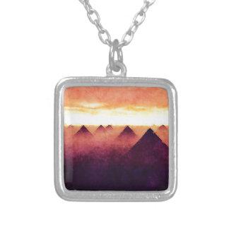 日の出のピラミッド シルバープレートネックレス