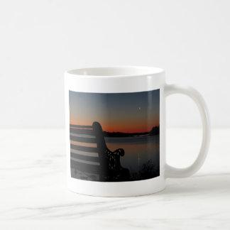日の出のフリーポートのメインの月 コーヒーマグカップ