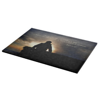 日の出の感動的なまな板の強く反対する干し草 カッティングボード
