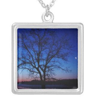 日の出の木のネックレス シルバープレートネックレス