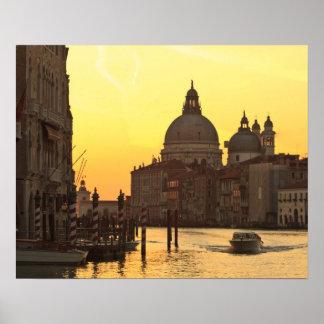 日の出の空はサンマリアDel Giglioの近くで着色します ポスター