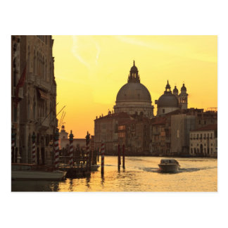 日の出の空はサンマリアDel Giglioの近くで着色します ポストカード