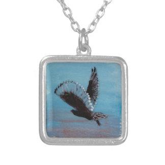 日の出の芸術のフクロウの飛行 シルバープレートネックレス