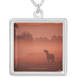 日の出の馬 シルバープレートネックレス