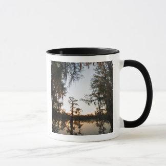 日の出のCaddo湖 マグカップ