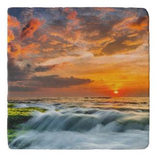 日の出のManyarのビーチ トリベット