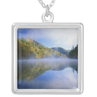 日の出のMillcreek湖そして秋色、 シルバープレートネックレス