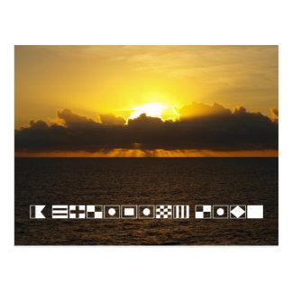 """日の出シグナルフラグで綴られる""""クルージングの生命"""" ポストカード"""