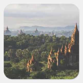 日の出、Bagan、ミャンマーの寺院 スクエアシール