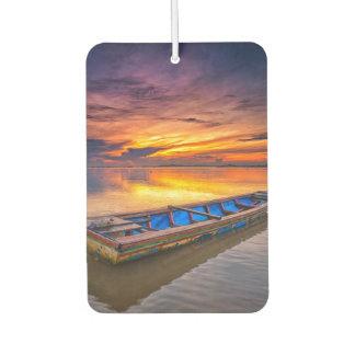 日の出| Jubakarのビーチの漁船 カーエアーフレッシュナー