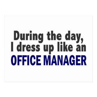 日中私はオフィスマネージャーのように服を着ます ポストカード