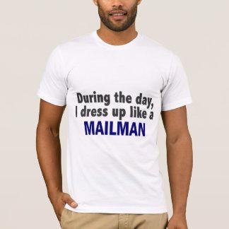 日中私は郵便配達員のように服を着ます Tシャツ