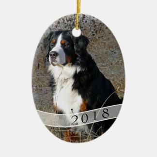日付がついた楕円形犬の写真のクリスマスのオーナメント セラミックオーナメント